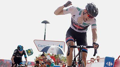 Con su triunfo en la Cumbre del Sol, el ciclista holandés Dumoulin se ha colocado líder de la Vuelta a España 2015.