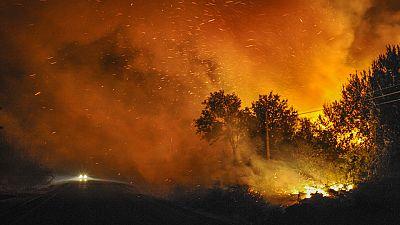 Sigue activo el incendio de Cualedro, en Orense, que ya habtía quemado unas 3.000 hectáreas