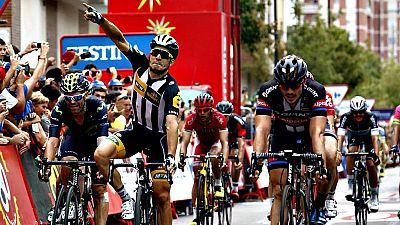 El italiano Kristian Sbaragli, del equipo sudafricano MTN Qhubeka, se ha impuesto en la d�cima etapa de la Vuelta, disputada entre Valencia y Castell�n, de 146,6 kil�metros, en la que el holand�s Tom Dumoulin (Giant) mantuvo la camiseta roja de l�der