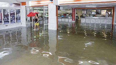 Fuertes lluvias en Valencia y Palma de Mallorca dejan granizo y calles anegadas