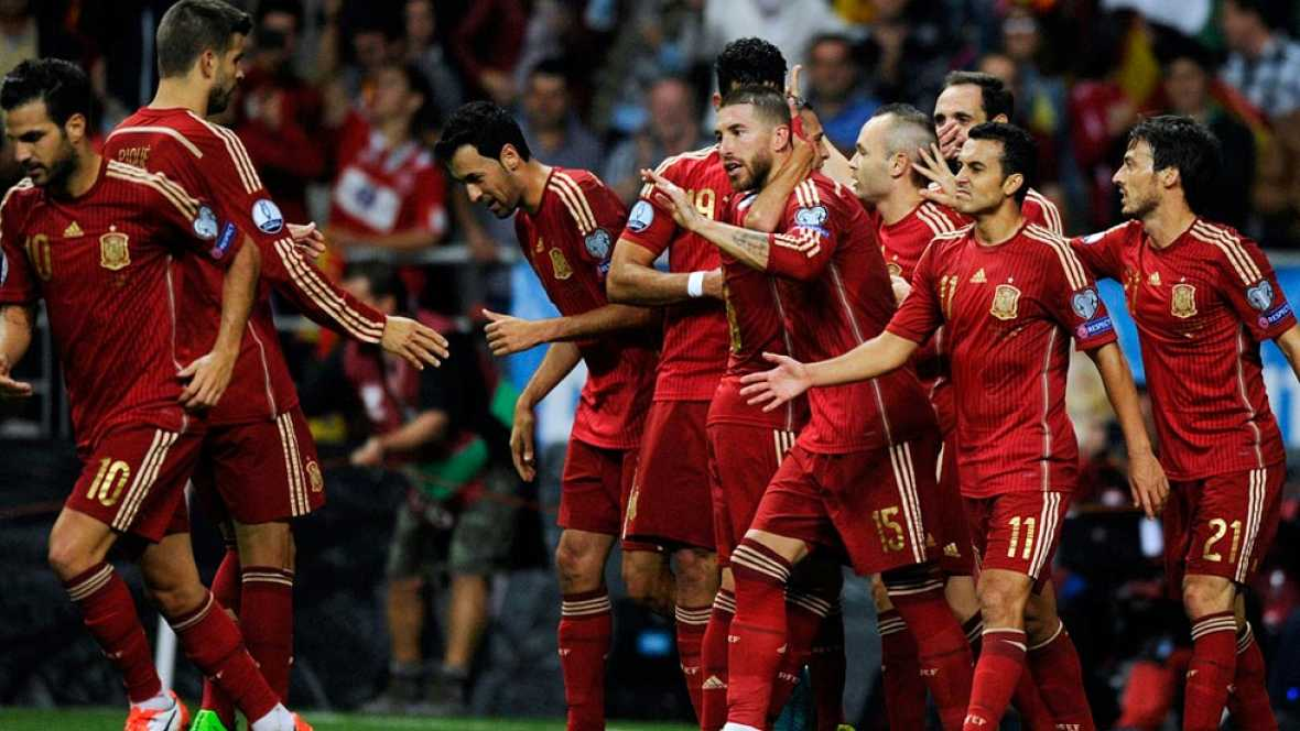 España gana, Inglaterra se clasifica y Holanda se complica