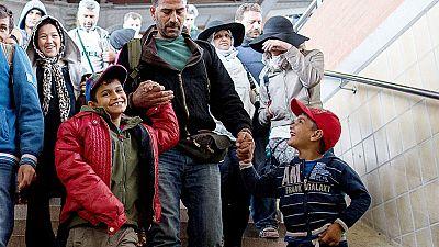 Miles de refugiados de Oriente Medio siguen llegando a Austria y Alemania
