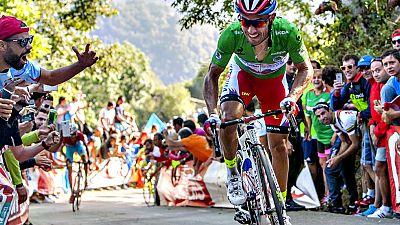 El ciclista Frank Schleck (Trek Factory Racing) se ha impuesto  este lunes en la decimosexta etapa de la Vuelta a España, disputada  entre Luarca y la Ermita del Alba sobre 185 kilómetros, en una dura  jornada en la que ganó tras fugarse de inicio ju