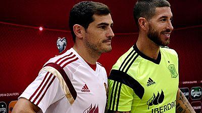 Los capitanes de España respaldan a Piqué
