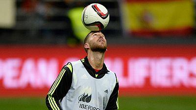Sergio Ramos puede llegar a las cien victorias con la selección española, en el encuentro ante Macedonia.  Una cifra mágica que sólo tienen dos jugadores en la historia del fútbol de selecciones. Los dos españoles: Casillas con 118 y Xavi con 100 jus
