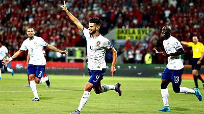 Irlanda del Norte dejó escapar la oportunidad de certificar, treinta años después, el billete para una gran competición internacional, tras empatar 1-1 en casa ante Hungría, en una jornada en la que Alemania y Portugal dieron un nuevo paso hacia la E