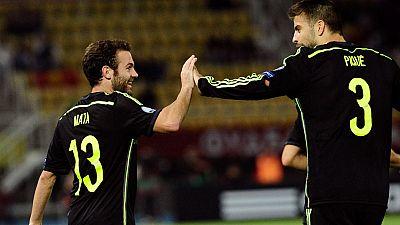 La selección española se ha impuesto por la mínima a Macedonia en un partido mediocre de los de Del Bosque, que están a un paso de la Eurocopa.