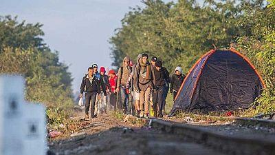 Cientos de refugiados intentan huir del campo húngaro de Roszke