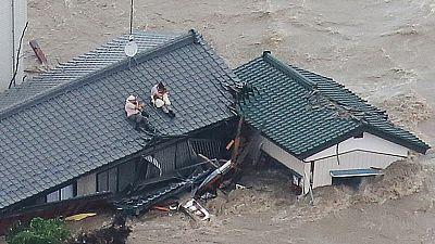 Japón evacúa a 100.000 personas tras el paso del tifón Etau