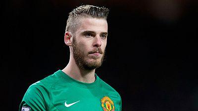 El Manchester United ha anunciado este viernes la renovación del contrato del portero internacional español David de Gea, que ha ampliado hasta 2019 con opción a extender el vínculo por una temporada más. La renovación del portero llega once días des