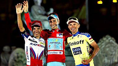 El ciclista italiano Fabio Aru (Astana) se ha proclamado este  domingo vencedor de la 70ª edición de La Vuelta a España, con el  español Joaquim 'Purito' Rodríguez (Katusha) y el polaco Rafal Majka  (Tinkoff-Saxo) en el podio final a su lado.