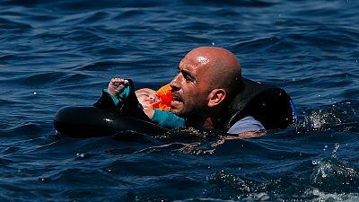 Al menos 34 regufiados han muerto en un naufragio en la costa de Grecia