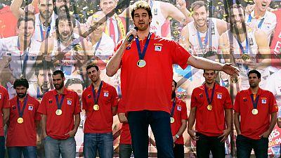 Los campeones de Europa de baloncesto han dedicado su �xito a los aficionados en la plaza de Callao, donde Gasol ha sido el m�s aclamado.