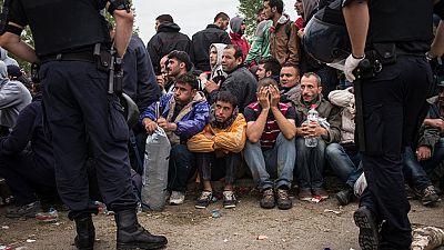 Miles de refugiados siguen superando obstáculos y se concentran en Croacia