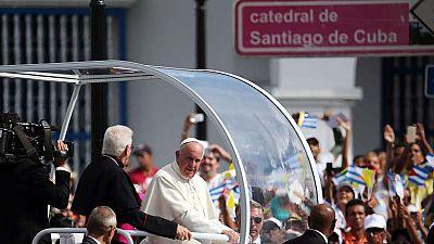 """Francisco dice a los cubanos que """"no hay temer al cambio"""""""