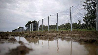 Croacia sigue desviando a miles de refugiados hacia Hungría