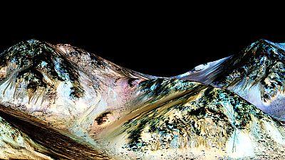 """Asunción Sánchez, directora del Planetario de Madrid, ha valorado para RTVE el descubrimiento de agua líquida en Marte. """"Ahora hay más probabilidades de descubrir vida microscópica en Marte"""", ha asegurado. """" Es mucho más probable porque el agua líqui"""