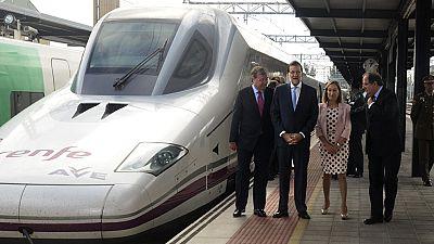 Rajoy inaugura la línea entre Palencia y León tras siete años de trabajo