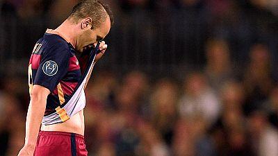 La lesión de Iniesta en el partido contra el Bayer Leverkusen es la última de una larga lista de bajas que ha dejado en cuadro al equipo de Luis Enrique.