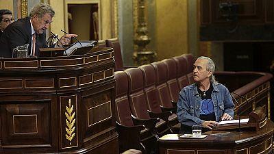 Posada expulsa de la tribuna del Congreso a Cuadra (Amaiur) por no retirar su gesto de romper la Constitución