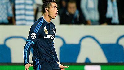 El portugués Cristiano Ronaldo ha alcanzado los 223 goles con la camiseta del Real Madrid, el récord que tenía Raúl González, máximo artillero merengue hasta ahora. Ronaldo lo consiguió con un doblete en Champions ante el Malmoe.