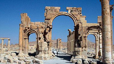 El Estado Islámico dinamita el Arco del Triunfo de la ciudad siria de Palmira