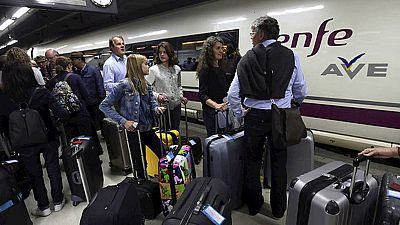 13.000 pasajeros y 40 trenes afectados por el corte de fibra �ptica en la l�nea de Catalu�a