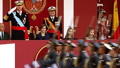 El rey preside el último desfile de las Fuerzas Armadas del 12 de octubre de la legislatura