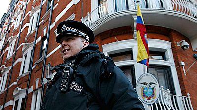 La policía británica deja de vigilar a Julian Assange de forma permanente