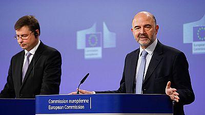 Bruselas confirma el riesgo de que España incumpla con el déficit y pide más ajustes para 2016