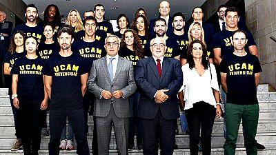 El ciclista Alejandro Valverde, el extenista Juan Carlos Ferrero y el atleta Arturo Casado son algunos de los 21 deportistas que este martes se unieron al proyecto formativo y deportivo que de manera conjunta promueven el Comité Olímpico Español y la