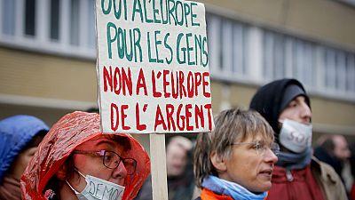 En libertad sin cargos los diputados de Podemos detenidos en Bruselas en una protesta contra el tratado de libre comercio