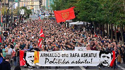 Miles de personas piden en San Sebastián la liberación de Otegi y Usabiaga