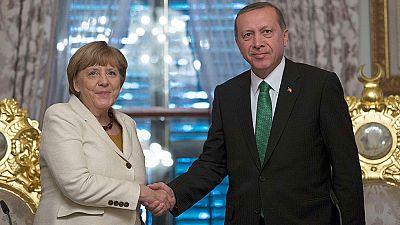 Merkel compromete su ayuda para la integración de Turquía en la UE