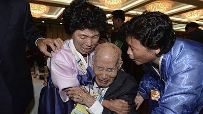Los ancianos de las dos Coreas se reencuentran entre lágrimas 60 años después