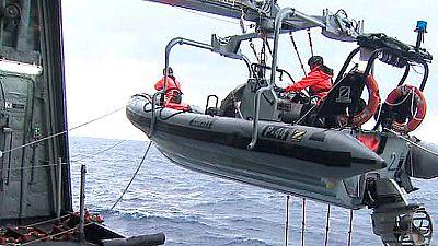 Los buzos no han podido localizar la cabina del helicóptero hundido, a 40 metros de profundidad