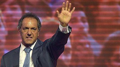 El kirchnerista Scioli gana por la mínima en Argentina y se enfrentará a Macri en una inédita segunda vuelta