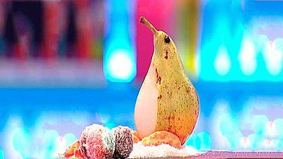 Ping�ino de pera y naranja sobre pista de coco