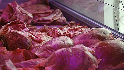 Consumir 50 gramos de carne procesada a diario aumentaría el riesgo de padecer un cáncer