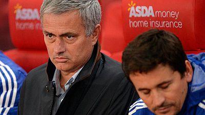 La eliminación del Chelsea de la Copa de la Liga inglesa en manos del Stoke City ha dejado contra las cuerdas a Jose Mourinho.