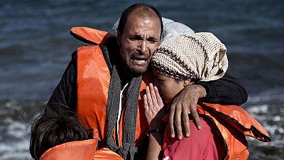 Decenas de desparecidos al hundirse una barcaza de refugiados frente a la costa griega
