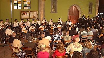 Tenderete - 01/11/2015  desde Vecindario con los grupos 'Bejeque', 'Jeita' y el guitarrista argentino Alberto Chah�n.