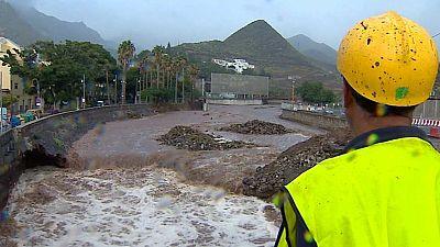 Fuertes lluvias en Canarias, cuya fuerza ha provocado desprendimientos y cortes de carreteras