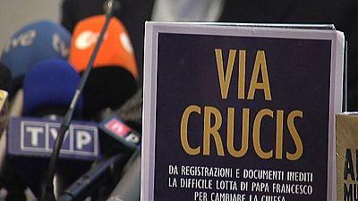 Presentado el libro 'Via Crucis' uno de los  libros que recoge documentos confidenciales del Vaticano