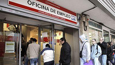 El paro sigue siendo la principal preocupación de los españoles, y crece la inquietud por los nacionalismos