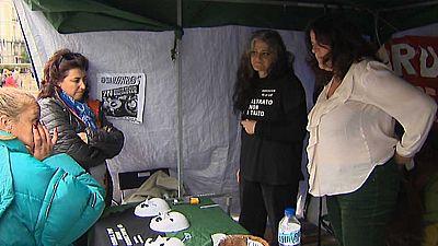 Víctimas de malos tratos llevan varios días en huelga de hambre en la Puerta del Sol