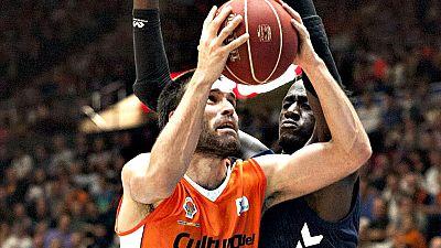 El Valencia Basket se ha llevado una gran victoria por 85-78 ante el Laboral Kutxa Baskonia y es colíder junto al Barça Lassa. Justin Hamilton y Fernando San Emeterio, brillantes mientras Darius Adams (29 puntos) lo intentó todo en el Laboral Kutxa B