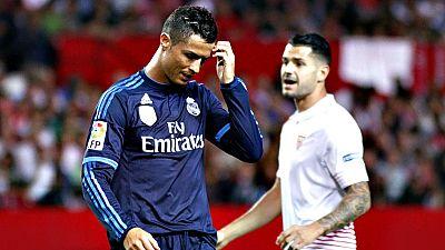 El futbolista Cristiano Ronaldo asiste al estreno mundial de un documental sobre su vida, en el que las cámaras siguen al astro del fútbol a lo largo de un año, desde que recoge su segundo Balón de Oro en enero de 2014 hasta que repite la gesta un añ