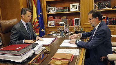 Felipe VI aborda con Rajoy la situación en Cataluña ante la resolución independentista