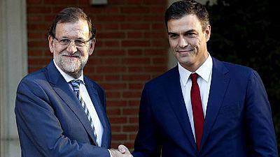 Sánchez traslada a Rajoy que la respuesta frente a la resolución independentista debe ser política